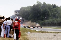 Il vasto incidente che è costato la vita a Ronnie Peterson, Lotus 78-Ford alla partenza