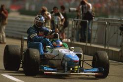 Jean Alesi, Benetton B196 ramène Gerhard Berger, Benetton