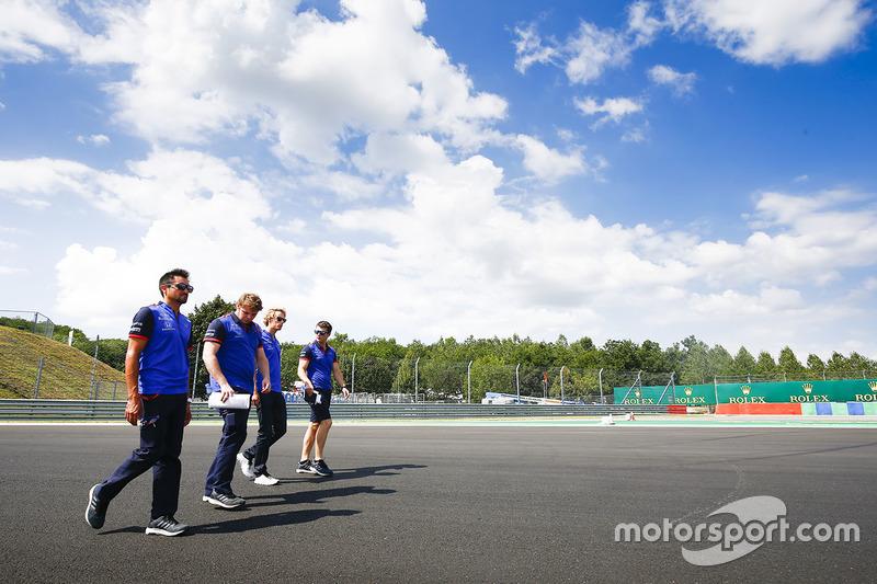 Brendon Hartley, Toro Rosso, mengitari trek