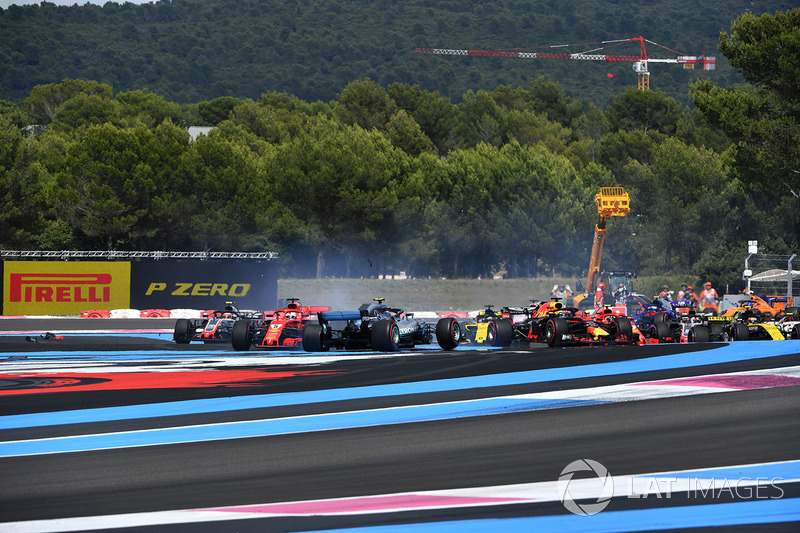 Sebastian Vettel, Ferrari SF71H dreht Valtteri Bottas, Mercedes-AMG F1 W09
