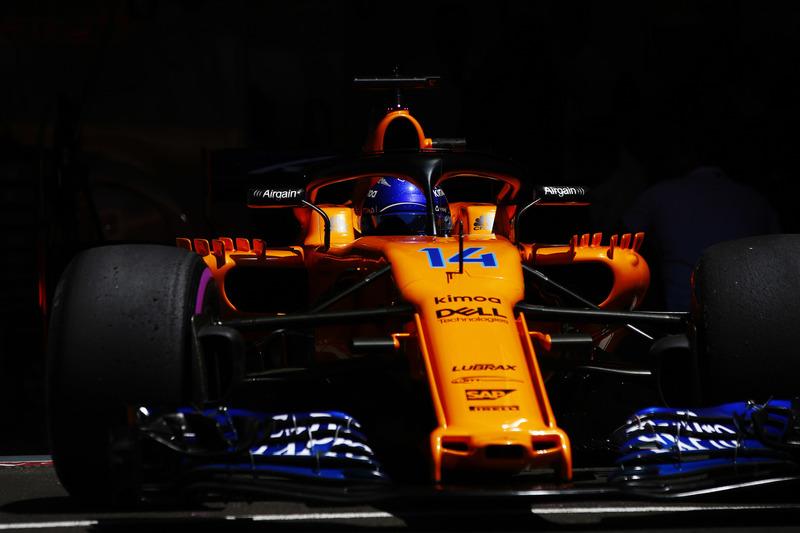 Fernando Alonso, McLaren MCL33, saliendo del garaje