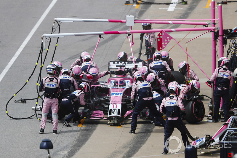Sergio Perez, Force India VJM11, makes a pit stop