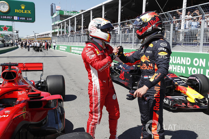 Il poleman Sebastian Vettel, Ferrari e Max Verstappen, Red Bull Racing festeggiano nel parco chiuso