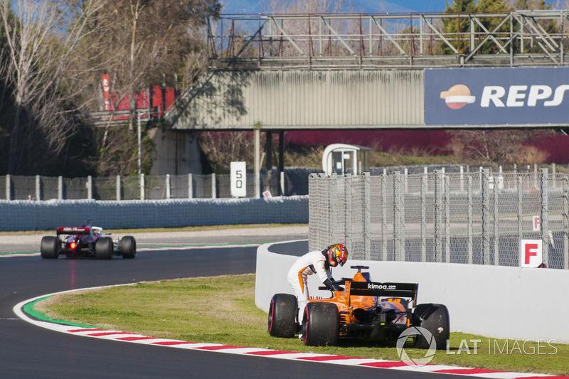 Stoffel Vandoorne, McLaren MCL33 fermo in pista