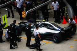 Valtteri Bottas, Mercedes AMG F1 W09, in the pits during practice