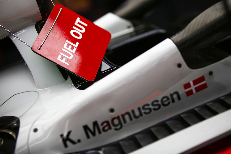 A Fuel Out sign on the Kevin Magnussen Haas F1 Team VF-18 Ferrari