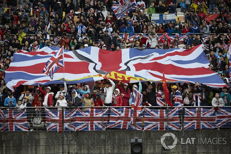 Уболівальники Льюіса Хемілтона, Mercedes AMG F1