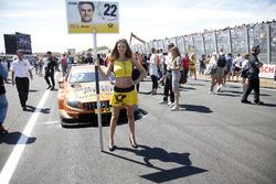 Grid girl van Lucas Auer, Mercedes-AMG Team HWA