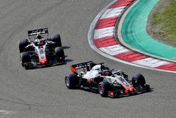 Romain Grosjean, Haas F1 Team VF-18 y Kevin Magnussen, Haas F1 Team VF-18
