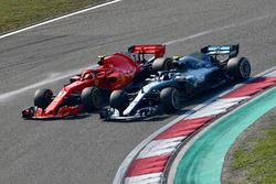 Kimi Raikkonen, Ferrari SF71H and Valtteri Bottas, Mercedes-AMG F1 W09 EQ Power+ battle