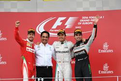 Podio: segundo puesto Sebastian Vettel, Ferrari, ganador de la carrera Nico Rosberg, Mercedes AMG F1, tercer puesto Sergio Pérez, Force India