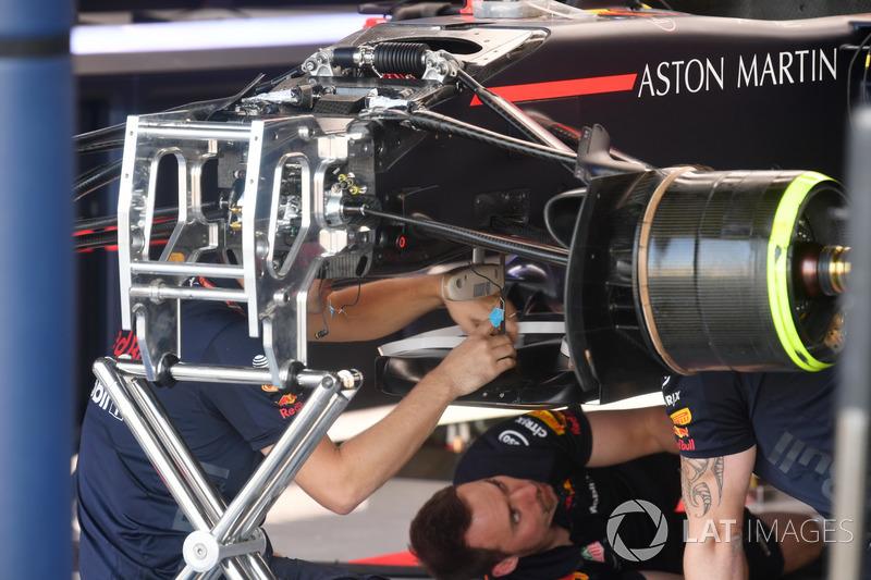 Передня підвіска Red Bull Racing RB14