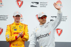 Podium: race winner Juan Pablo Montoya, Team Penske Chevrolet, third place Ryan Hunter-Reay, Andretti Autosport Honda