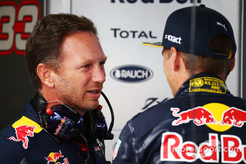 (Da sx a dx): Christian Horner, Team Principal Red Bull Racing con Max Verstappen, Red Bull Racing