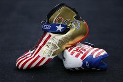 Die Schuhe von Kurt Busch im Olympia-Design