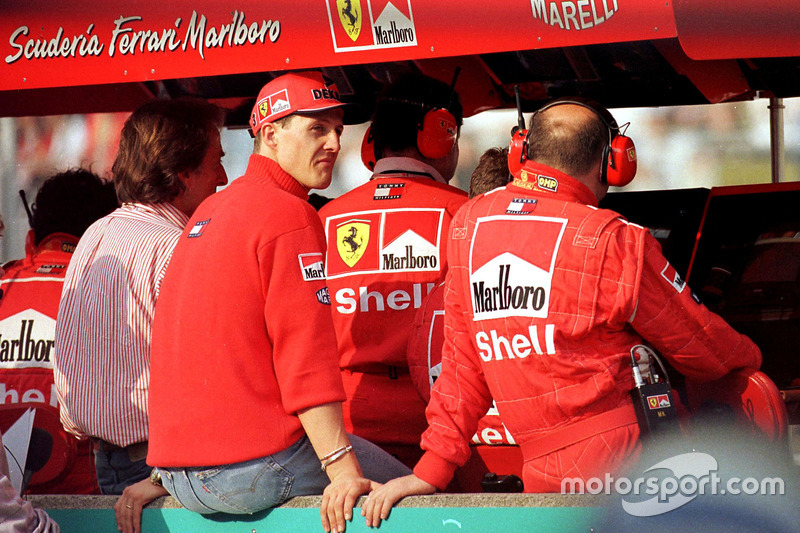 Michael Schumacher, Ferrari puede ver sólo desde el muro del pitlane