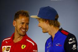 Sebastian Vettel, Ferrari, ve Brendon Hartley, Toro Rosso