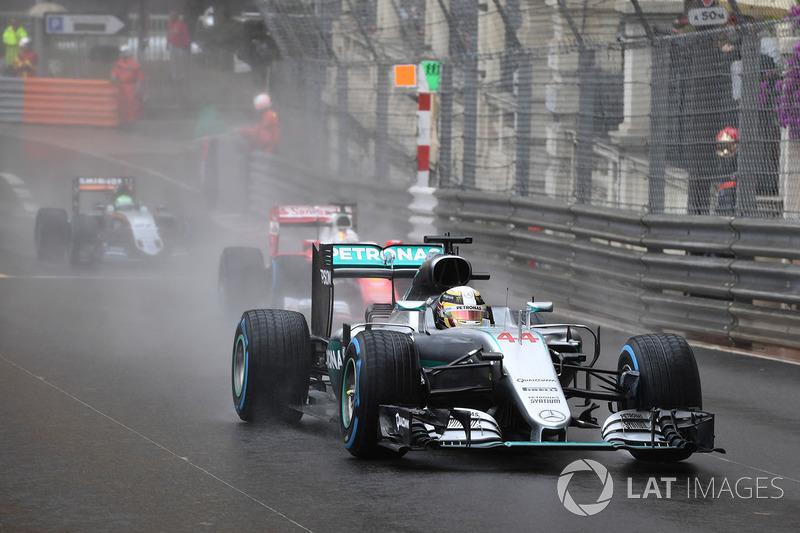 2016: Льюис Хэмилтон, Mercedes F1 W07 Hybrid