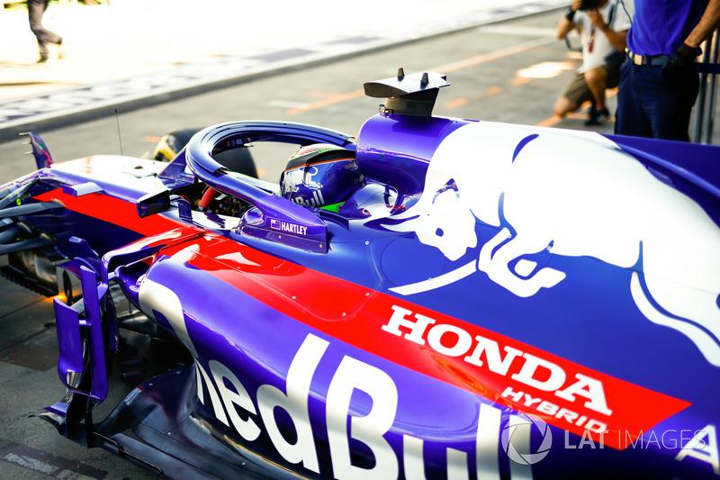 Brendon Hartley, Toro Rosso STR13 Honda, leaves the garage