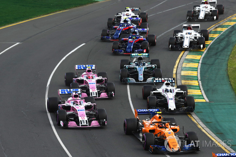 Fernando Alonso, McLaren MCL33, Sergio Perez, Force India VJM11