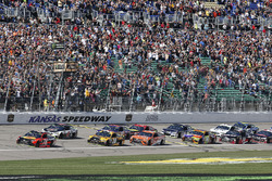 Martin Truex Jr., Furniture Row Racing Toyota, Kevin Harvick, Stewart-Haas Racing Ford