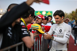 Carlos Sainz Jr., Renault Sport F1 Team signs autographs