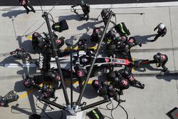 Romain Grosjean, Haas F1 Team VF-18 en pitstop