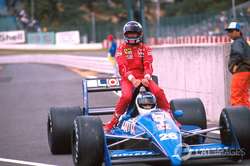 Suzuka 1988 : Stefan Johansson (Ligier) lleva a Gerhard Berger (Ferrari)