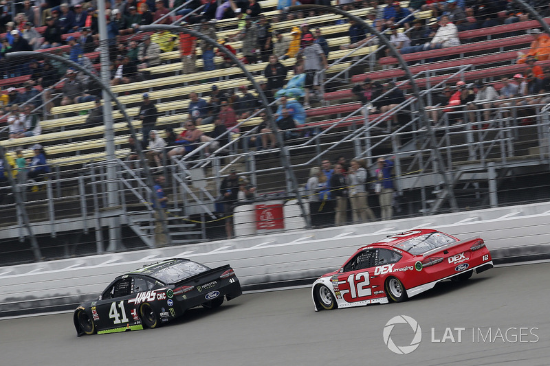 Kurt Busch, Stewart-Haas Racing, Ford Fusion Monster Energy / Haas Automation Ryan Blaney, Team Penske