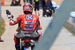 Andrea Dovizioso, Ducati Team, dopo la caduta