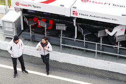 Guenther Steiner, Team Principal, Haas F1 Team, Ayao Komatsu, Chief Race Engineer, Haas F1 Team
