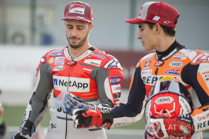 Andrea Dovizioso, Ducati Team, fa uno scherzo a Marc Marquez, Repsol Honda Team
