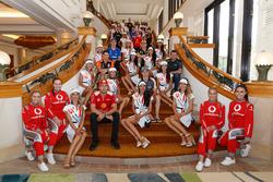 Gruppenfoto: Supercars-Fahrer 2017 und Kandidatinnen für die Miss Supercars 2017