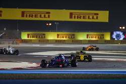 Brendon Hartley, Toro Rosso STR13 Honda, Carlos Sainz Jr., Renault Sport F1 Team R.S. 18, and Marcus Ericsson, Sauber C37 Ferrari