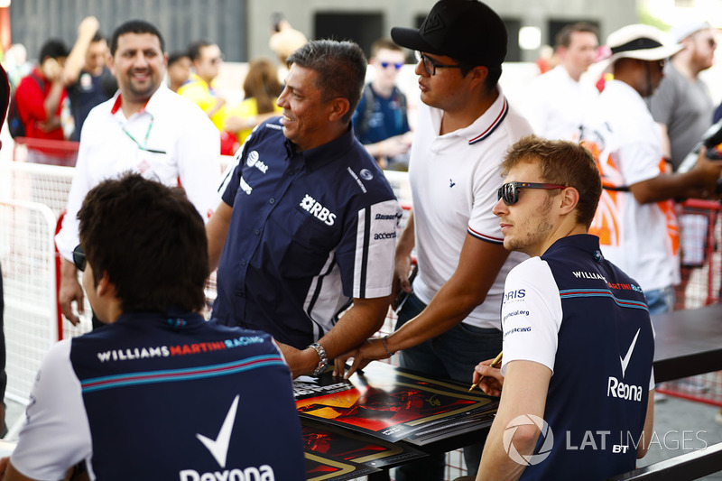 Lance Stroll, Williams Racing, and Sergey Sirotkin, Williams Racing, have their photo taken with a f