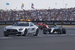 Temporada 2018 F1-british-gp-2018-safety-car-leading-pack-with-valtteri-bottas-mercedes-amg-f1-w09