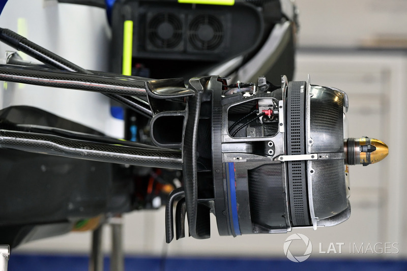 Sauber C36 front brake and wheel hub detail
