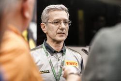 Представитель Pirelli дает интервью