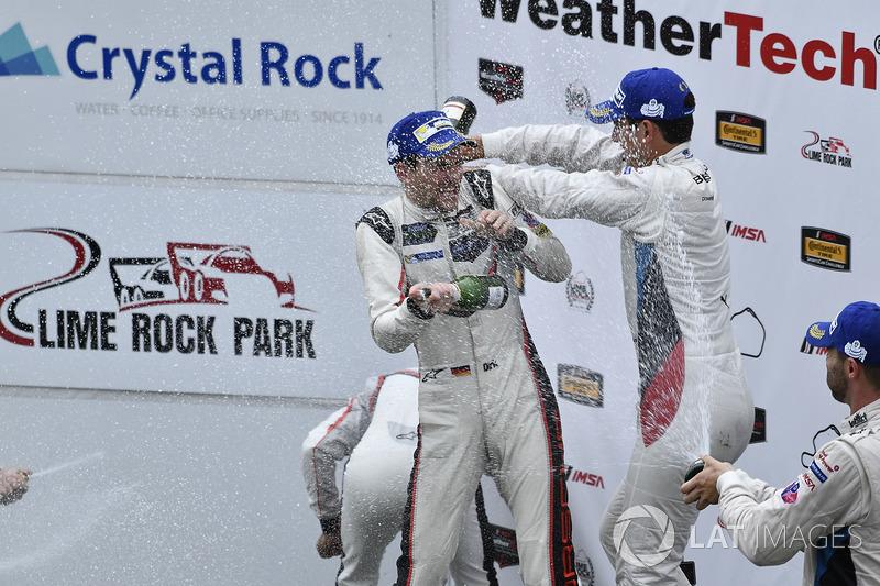 GTLM Podio: Ganadores de la carrera Patrick Pilet, Dirk Werner, Porsche Team, segundo lugar Gianmari