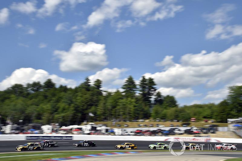 Martin Truex Jr., Furniture Row Racing Toyota, Matt Kenseth, Joe Gibbs Racing Toyota