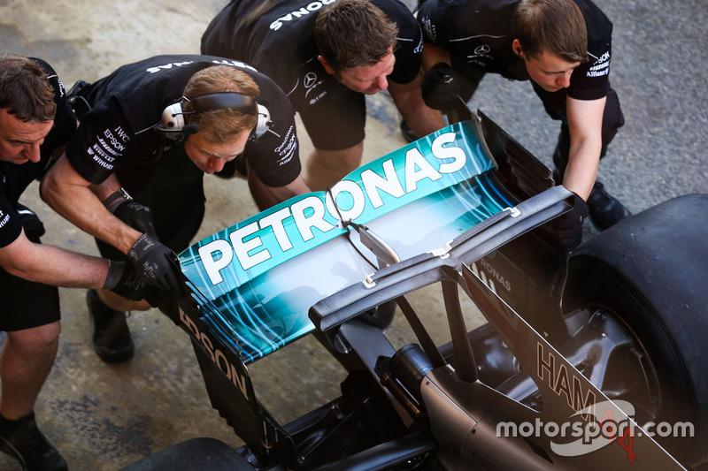 Заднее антикрыло Mercedes AMG F1 W08