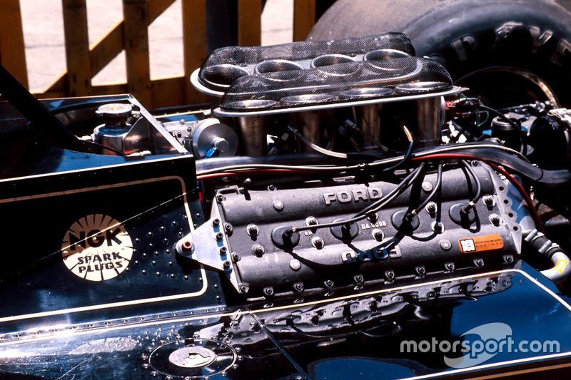 Le moteur Ford Cosworth DFV à l'arrière de la Lotus