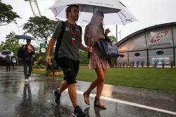 Fernando Alonso, McLaren, ve kız arkadaşı Linda Morselli