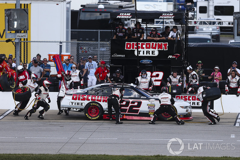 Ryan Blaney, Team Penske Ford pit stop