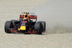 Max Verstappen, Red Bull Racing RB13 spin atıyor