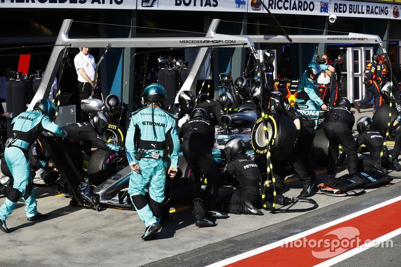 Valtteri Bottas, Mercedes AMG F1 W08, hace una parada en pits