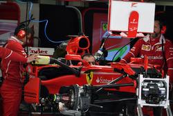 Ferrari SF70H в гараже