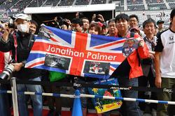 Jolyon Palmer, Renault Sport F1 Team fans and banner