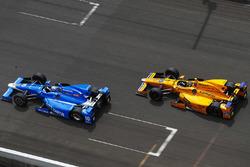 Fernando Alonso, Andretti Autosport, Honda; Tony Kanaan, Chip Ganassi Racing, Honda