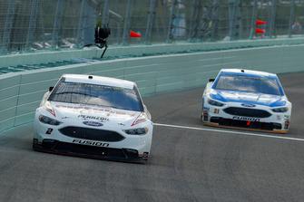 Brad Keselowski, Team Penske, Ford Fusion Discount Tire e Paul Menard, Wood Brothers Racing, Ford Fusion Quick Lane Tire & Auto Center